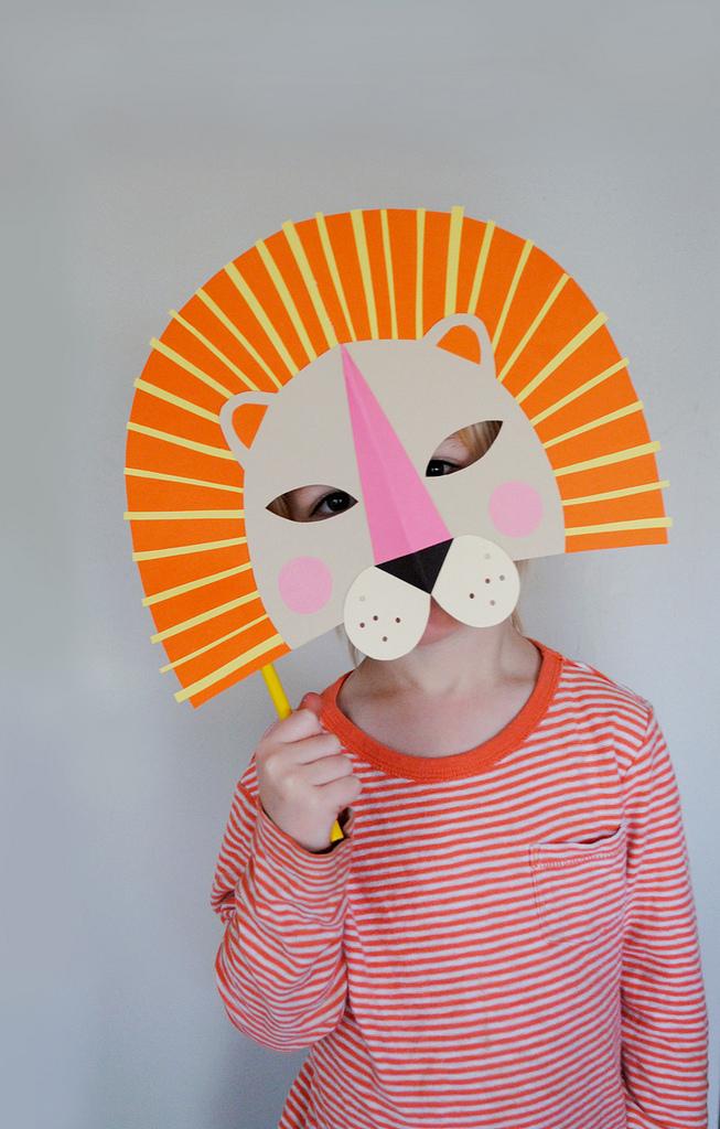diy paper lion mask for national geo kids mer mag. Black Bedroom Furniture Sets. Home Design Ideas