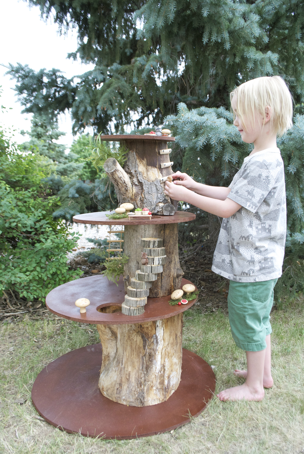 Miniature Tree House mer mag | a family reunion and a miniature play treehouse - mer mag