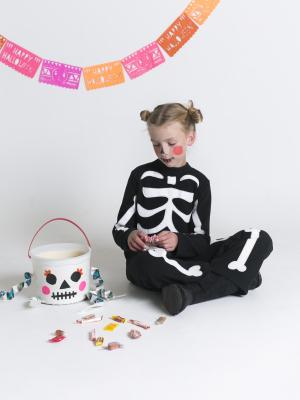 Glow-in-the-Dark Duct Tape Skeleton Treat Bucket | mer mag