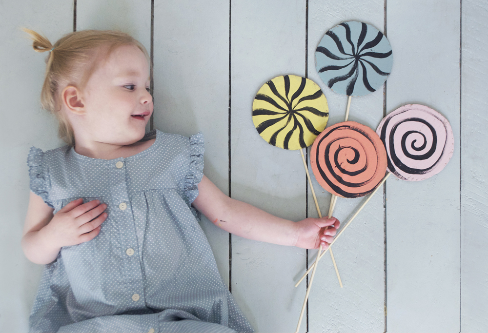 DIY Cardboard Lollipops