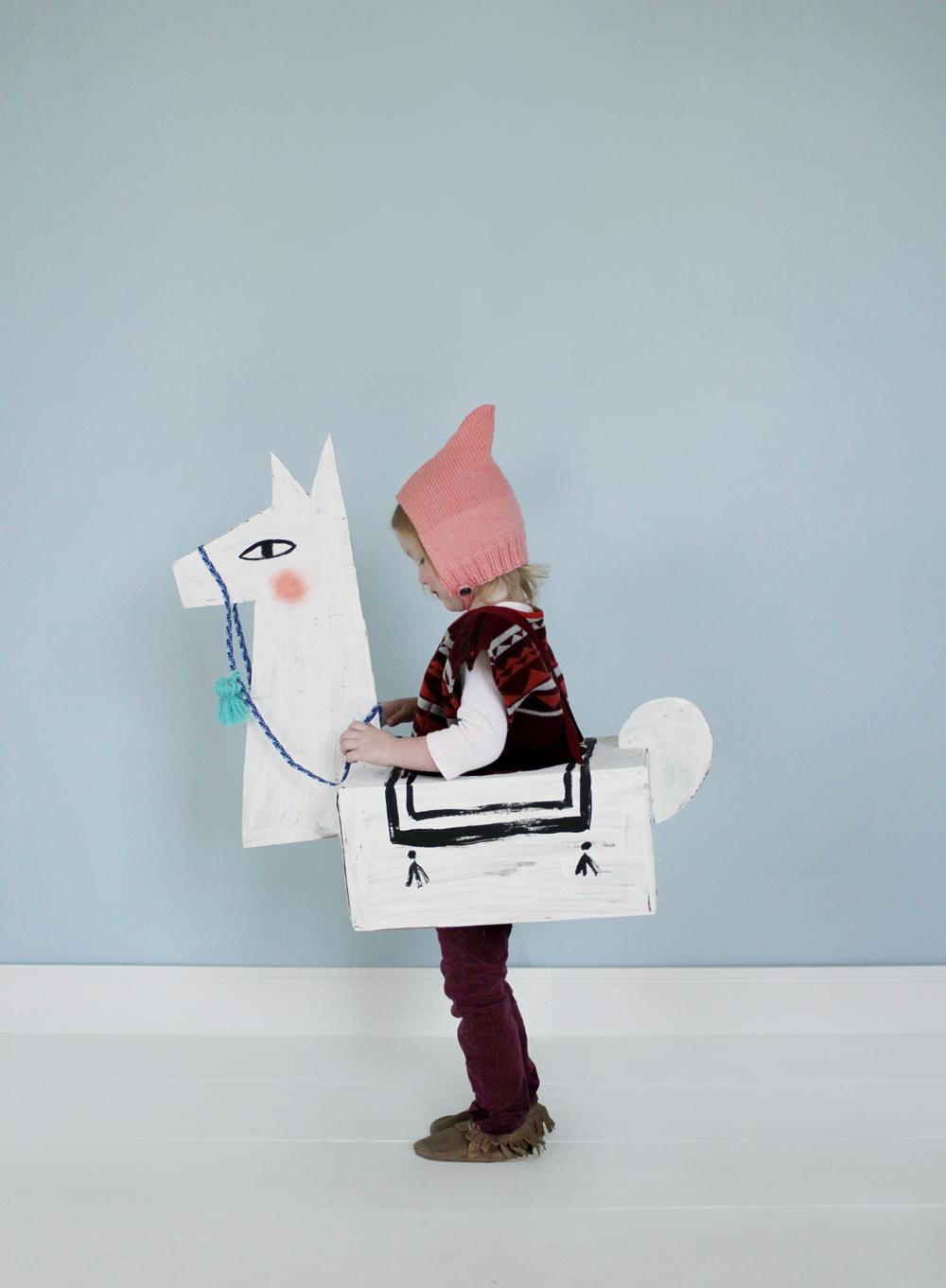 DIY Carton Llama Costume |  Mer Mag