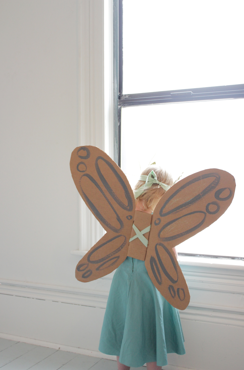 how to make cardboard wings to fly